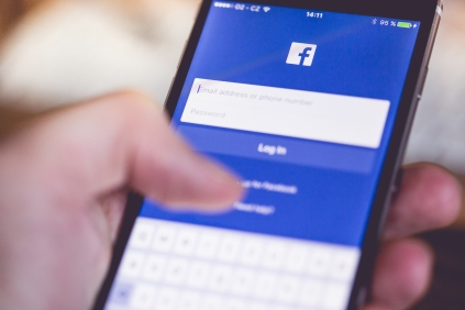 facebook-app-login-splash-screen-on-iphone-picjumbo-com